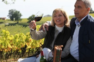 Enjoying the vineyard 300x200 - Wine tourism – Australia's model investment