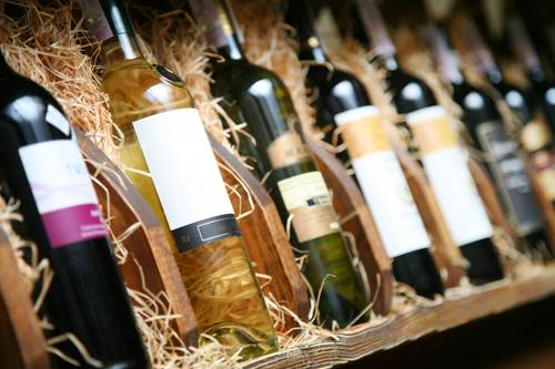 Wine shelf - Tips to convert wine window shoppers into buyers