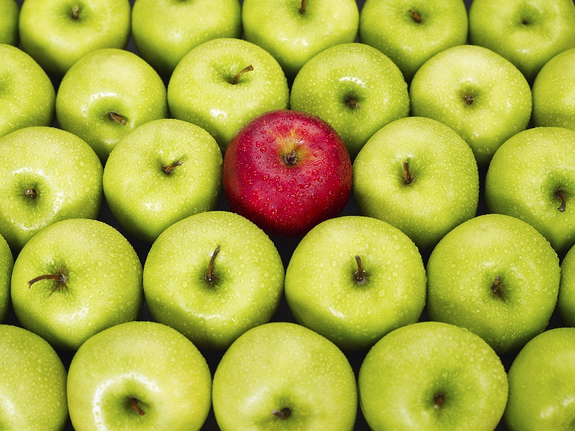 Green apples and one red apple - Fake trends